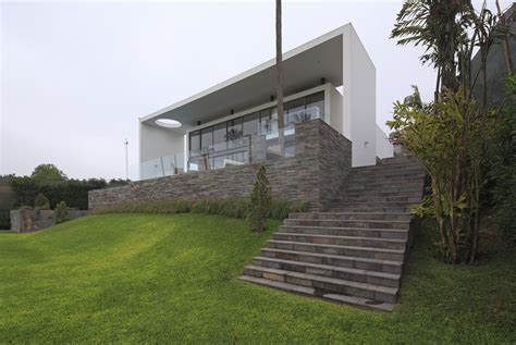 houses on hills house on the hill jose orrego archdaily