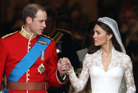 why prince william doesn t wear a wedding ring but harry
