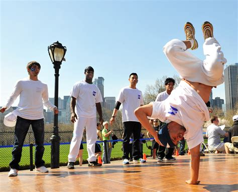 Kaos New York dancers nyc hip hop and breakdance manzana city crew