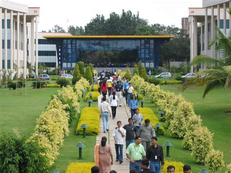 Infosys Onsite Opportunities For Mba In India by File Infosys Electronic City Lunch Time Jpg