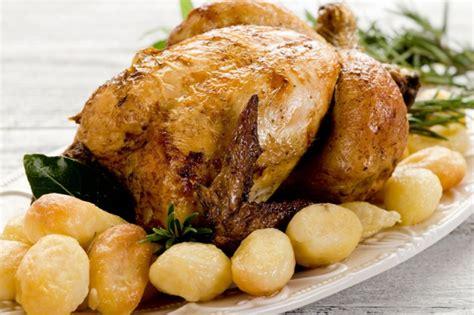 come si cucina il pollo al forno pollo al forno la ricetta pollo croccante come lo