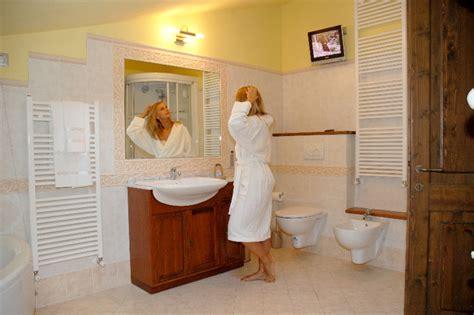 suite con camino e idromassaggio appennino tosco romagnolo piscina coperta vasca