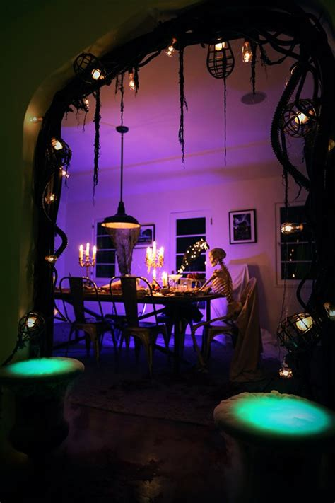 outdoor halloween decorations for your incredible halloween trellischicago best 25 halloween decorating ideas ideas on pinterest
