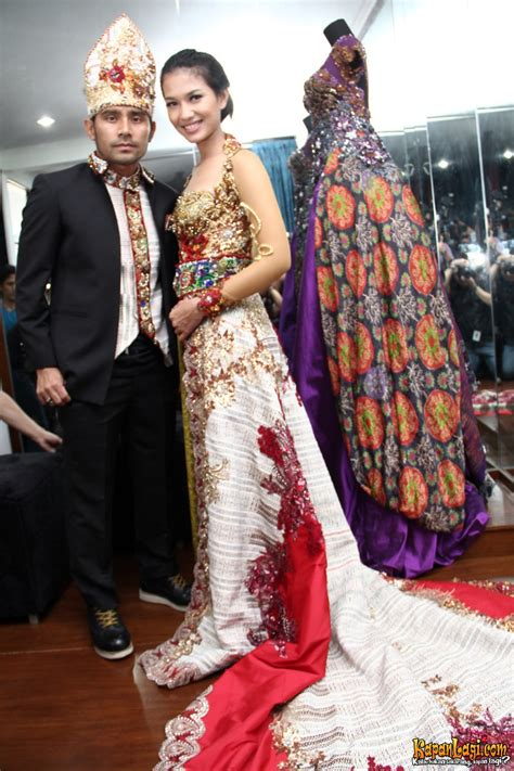 Kemeja Batik Pria Batik Ulos Batak gemerlap warna warni baju pengantin judika duma riris