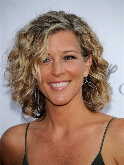 hair cuts for slightly wavy hair short layered haircuts for curly hair