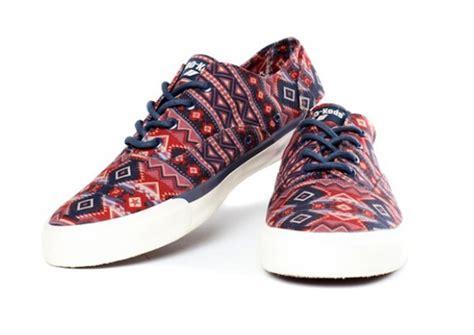 Sepatu Kanvas Floral 1 play cloths x pro keds royal cvo canvas collection