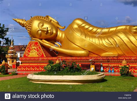 giant reclining buddha giant gold reclining sleeping buddha statue near wat that