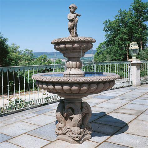 garten kaufen brunnen gartenbrunnen springbrunnen aus stein im