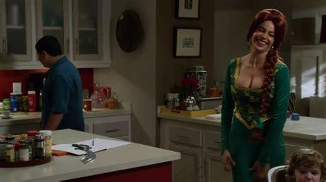 modern family halloween 3 awesomeland recap abccom tv review quot halloween 3 awesome land quot episode 6 season