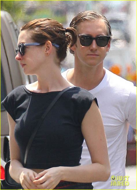 hair long enough for a ponytail anne hathaway s hair is long enough now for a ponytail