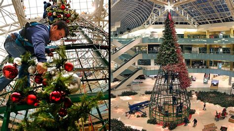 time lapse galleria dallas christmas tree is raised and