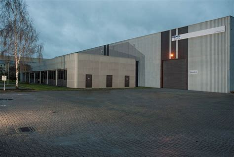 Lkq Corporate Office by Lkq Invest 163 2 5m In Paint Distribution Centre Garagewire