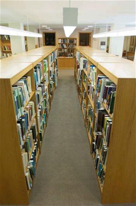 scaffali libri foto gratis scaffali libri biblioteca