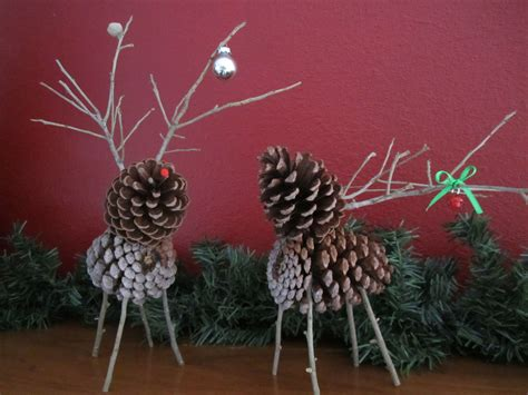 diy pinecone deer would make pretty tree ornaments
