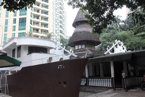 membuat jurnal unik 5 masjid di jakarta dengan arsitektur yang unik jurnal