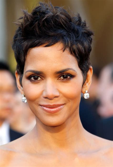 harry berry hairstyle oscar makeup secrets get halle s shimmering look