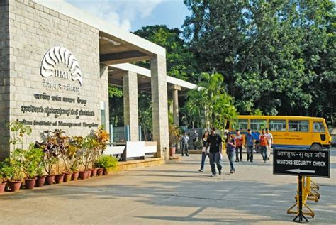 Iim Bangalore Distance Learning Mba by Iim B Sees 100 Summer Placement Of Pgp Graduates Idegraaf