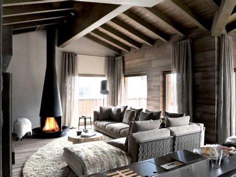 casa moderna rivista chalet in montagna con una lettura contemporanea