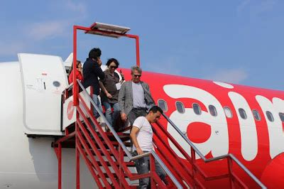 airasia zest baggage david foster air asia s latest brand ambassador supports