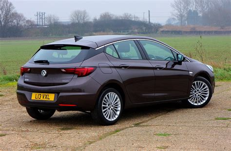 opel astra wagon how does the vauxhall astra hatchback drive parkers