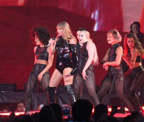 taylor swift dancing with our hands tied review back beat seattle show review photos taylor swift