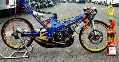 gambar motor drag bike versi kartun