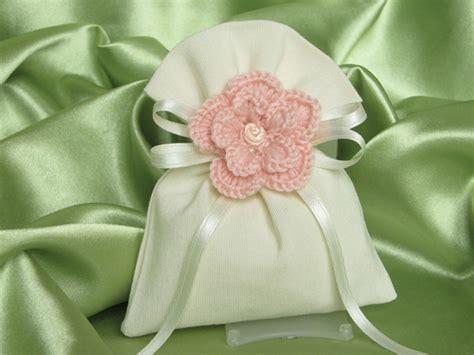fiori uncinetto per bomboniere fiori all uncinetto sacchetti per bomboniera