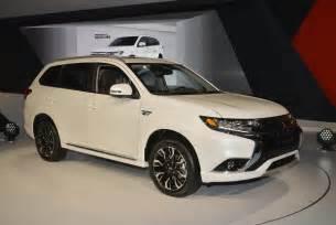 Mitsubishi U 2017 Outlander Phev Makes Us Debut Mitsubishi Promises