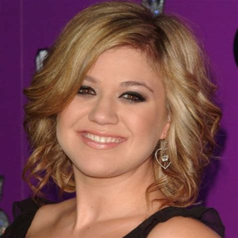 what does kelly clarkson hair look like kelly clarkson singer biography