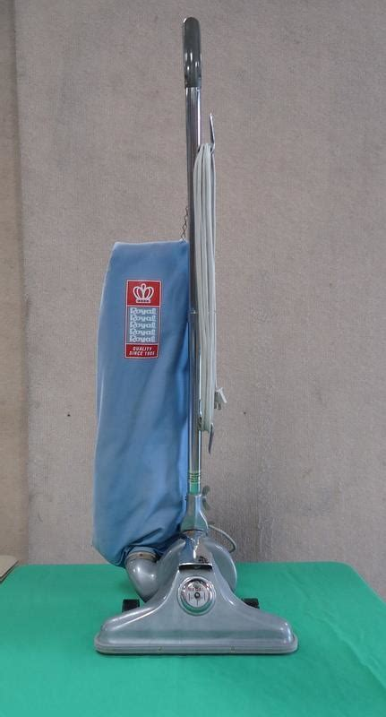 Vacuum Cleaner 400 Watt vintage upright royal model 602 vacuum cleaner 400 watt