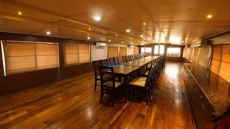 upper deck houseboat luxury 4 bedroom houseboat with upperdeck alleppey