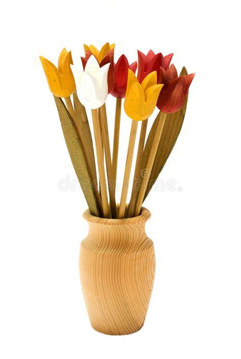 fiori in legno fiori di legno in un vaso di legno immagine stock