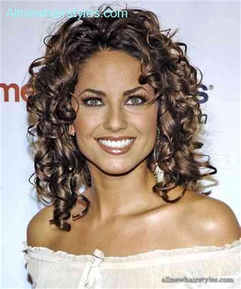 curly hairstyles for your face shape curly hair heart shaped face allnewhairstyles com