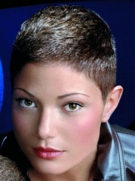 women  short haircut picturepng