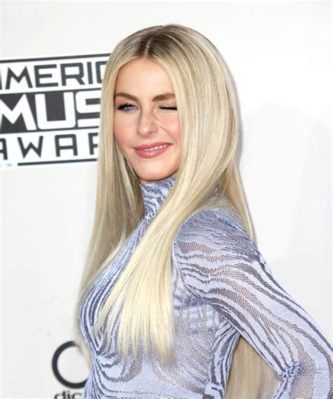 what is the description of julianne hough s haircut in