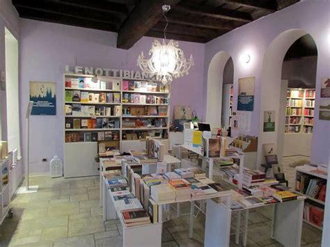 libreria vigevano leghisti contro libraia di vigevano per il libro di salvini