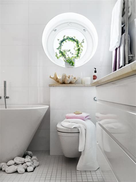 bathtub decor stylish small bathroom with an unusual decor digsdigs