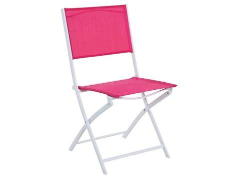 conforama chaise pliante chaise pliante de jardin tabarca coloris framboise