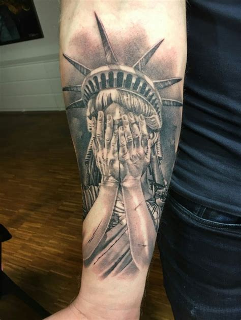 libertyville tattoo 25 unique statue of liberty ideas on