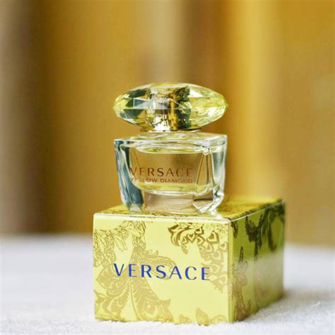 Parfum Original Versa Yellow Edt 90ml versace yellow femme eau de toilette