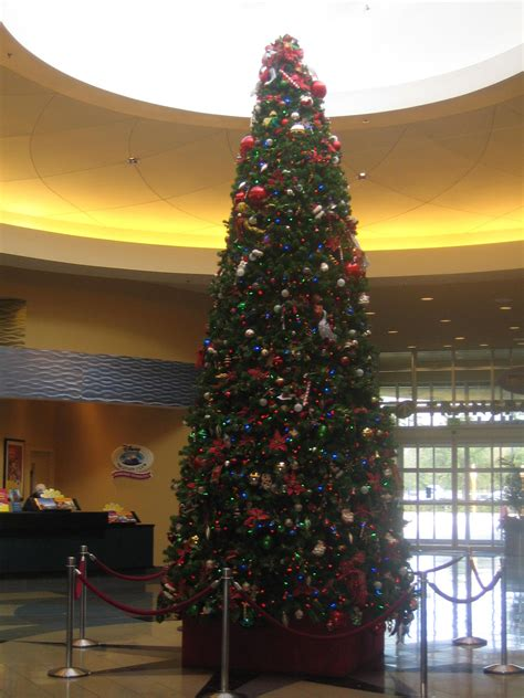christmas decorations at disney s pop century resort