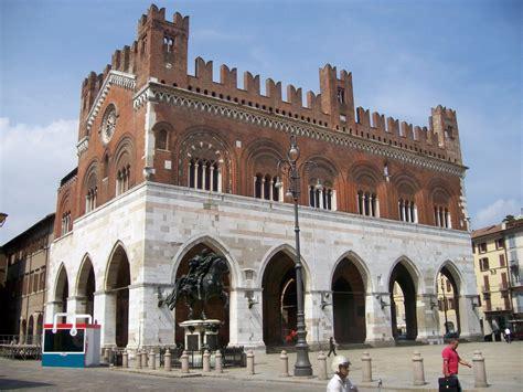 d italia piacenza galerie de photos de plaisance italie sur orangesmile