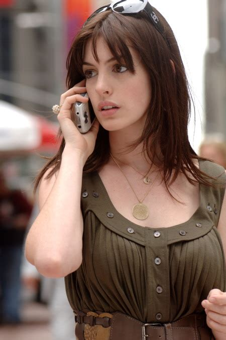 the hairstyle of the devil i want this wardrobe anne hathaway in the devil wears
