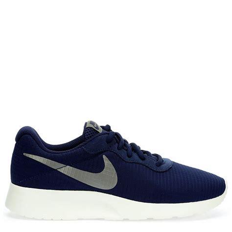 Nike Simple simple nike tanjun se sneaker navy nike