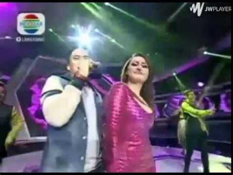 Baju Show Nyayi Penyanyi Tari pakaian penyanyi d terong show melorot saat show di panggung