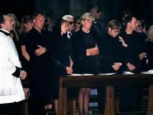 testamento gianni versace july 22 1997 gianni versace s funeral remembering carolyn