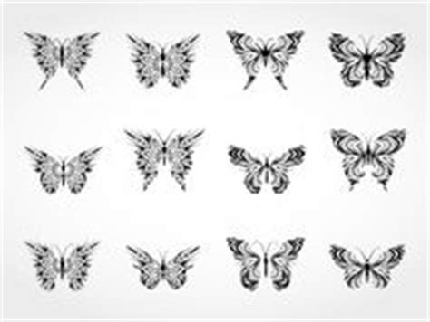 tatuaggi farfalle e fiori insieme farfalle bianco e nero tatuaggio insieme foto stock