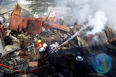 Pasar Kasur Lantai toko pecah belah di pasar cikurubuk terbakar bandung