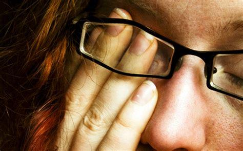 mal di testa e bruciore agli occhi riposare gli occhi dal computer con pause4relax