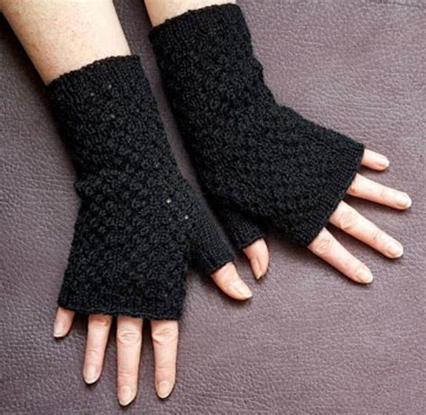 pattern for fingerless gloves black lace fingerless gloves knitting pattern